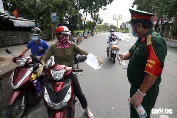 TP.HCM: Nhiều người bị buộc quay đầu khi ra đường không cần thiết - Ảnh 3.