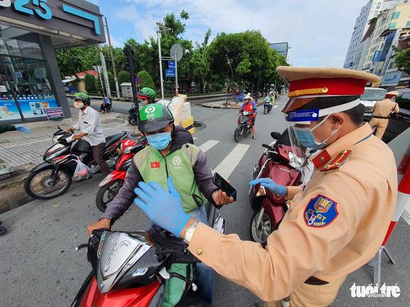 TP.HCM: Nhiều người bị buộc quay đầu khi ra đường không cần thiết - Ảnh 5.