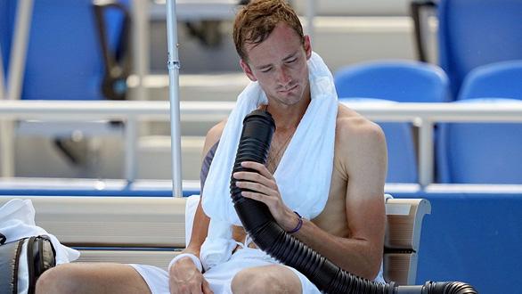 Djokovic than phiền về nắng nóng khắc nghiệt ở Olympic Tokyo - Ảnh 2.