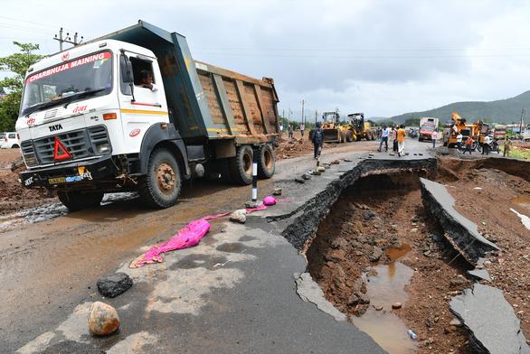 Ấn Độ: 125 người chết và 150.000 người phải sơ tán vì mưa lũ - Ảnh 4.