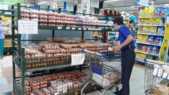 TP.HCM: sức mua giảm, trứng ê hề - Ảnh 1.
