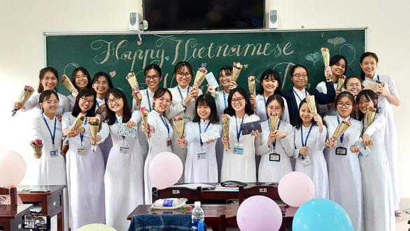 Nữ sinh chuyên Anh giành điểm 10 môn văn tốt nghiệp THPT - Ảnh 3.