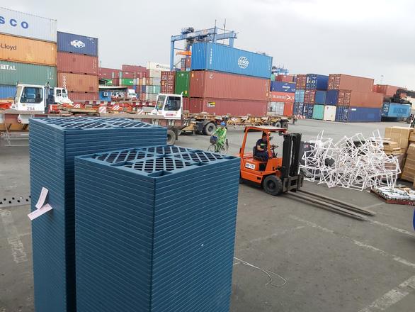Người vào cảng hàng hóa cũng phải có giấy xét nghiệm âm tính 3 ngày - Ảnh 1.