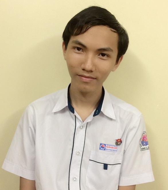 Thí sinh đạt 3 điểm 10 thi tốt nghiệp: Mẹ đang làm công nhân ở Đài Loan - Ảnh 1.