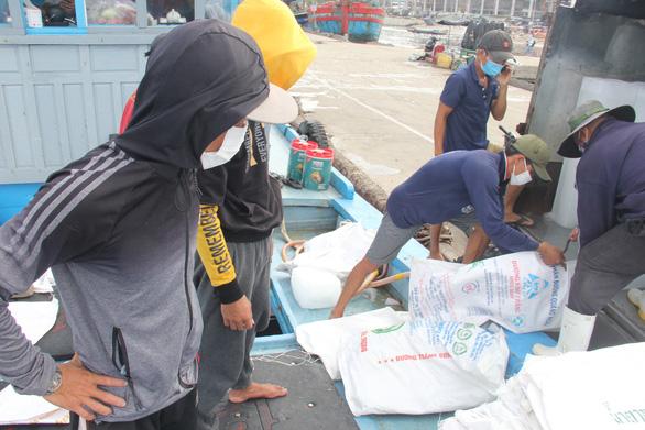 Đóng cửa cảng cá lớn nhất miền Trung, Đà Nẵng vẫn còn hơn 200 tấn thủy sản chờ tiêu thụ - Ảnh 1.