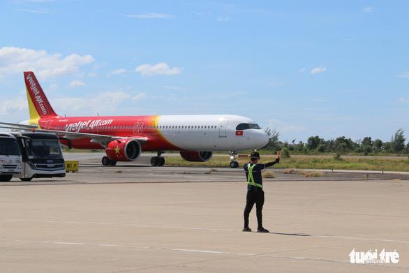 Máy bay đưa 240 người Huế từ TP.HCM về quê tránh dịch an toàn - Ảnh 3.