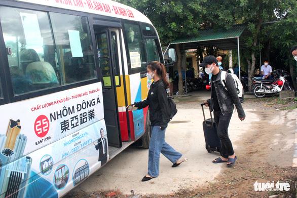 Hà Tĩnh đón hơn 800 công dân từ miền Nam về quê trên chuyến tàu đặc biệt - Ảnh 2.