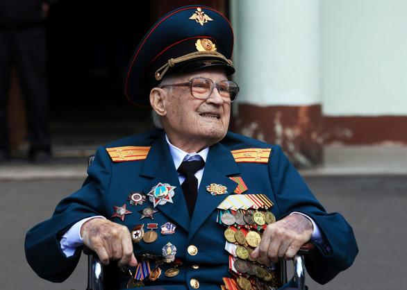 Cụ ông 102 tuổi, tổn thương phổi 80% vì COVID-19, đã thắng thần chết - Ảnh 1.
