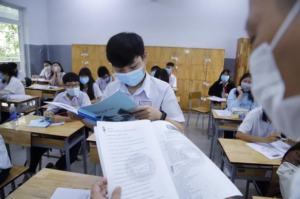TP.HCM: Quyết định xét tuyển vào lớp 10 hệ thường và hệ chuyên - Ảnh 1.