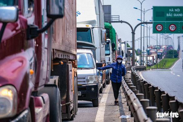 Tổng cục Đường bộ xin cảnh sát giao thông dắt xe quá cảnh qua khỏi địa phận Hà Nội - Ảnh 1.