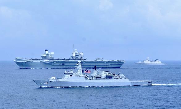 Tàu chiến, tàu ngầm hạt nhân Anh tiến vào Biển Đông - Ảnh 1.