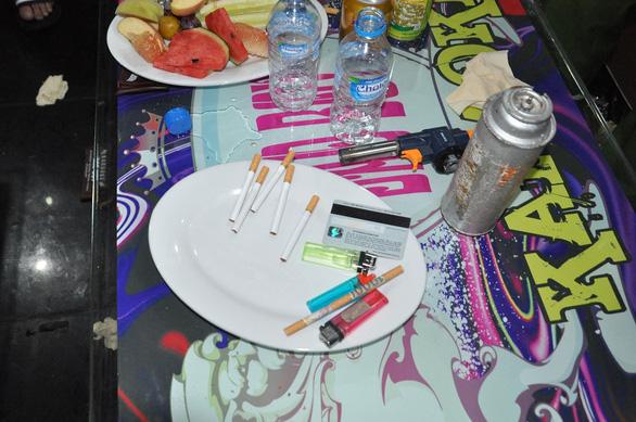 43 'dân chơi' đang 'phê' ma túy tại quán karaoke ở Hải Dương - Ảnh 2.
