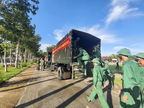 Bộ Tư lệnh Quân khu 7 cử 500 cán bộ chiến sĩ hỗ trợ Bình Dương chống dịch - Ảnh 2.