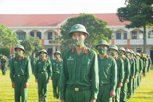 Bộ Tư lệnh Quân khu 7 cử 500 cán bộ chiến sĩ hỗ trợ Bình Dương chống dịch - Ảnh 1.