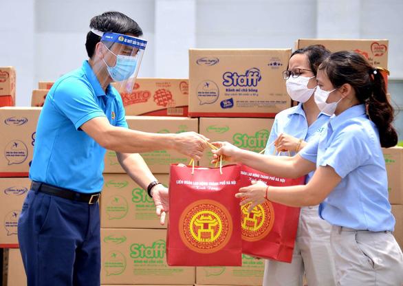 Siêu thị 0 đồng biết đi sẽ đem hàng tới tận tay 20.000 công nhân Hà Nội - Ảnh 2.