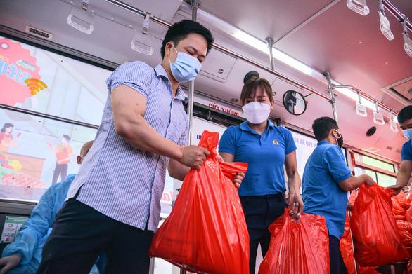 Siêu thị 0 đồng biết đi sẽ đem hàng tới tận tay 20.000 công nhân Hà Nội - Ảnh 5.