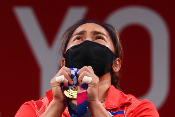 Nữ lực sĩ vàng của Philippines được thưởng 15 tỉ đồng và 1 căn nhà - Ảnh 1.