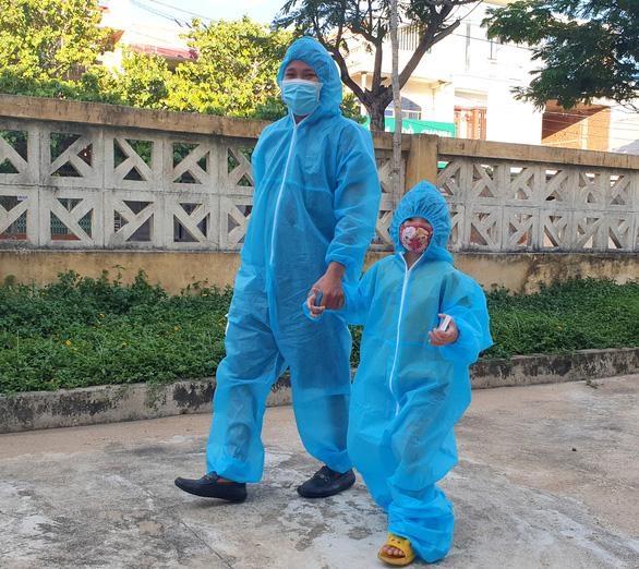 Phú Yên đón 344 người dân từ TP.HCM trở về - Ảnh 3.