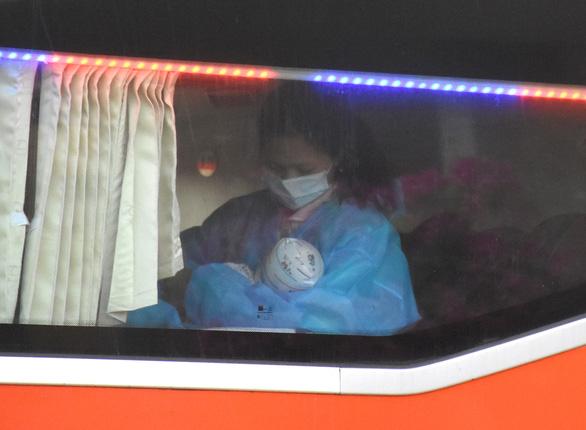 Phú Yên đón 344 người dân từ TP.HCM trở về - Ảnh 2.