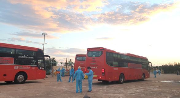 Phú Yên đón 344 người dân từ TP.HCM trở về - Ảnh 4.