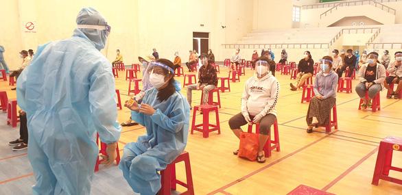 Phú Yên đón 344 người dân từ TP.HCM trở về - Ảnh 6.