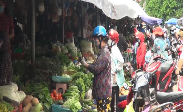 Hai người bán rau nhiễm COVID-19, đóng cửa chợ TP Vĩnh Long - Ảnh 1.