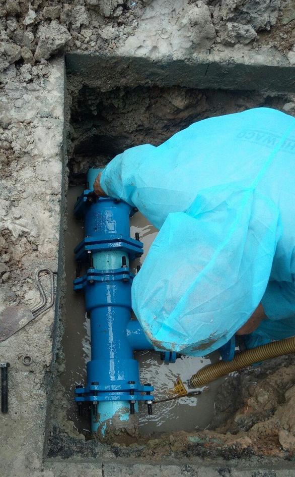 Sawaco nỗ lực cấp nước sạch khu cách ly tập trung, bệnh viện dã chiến điều trị COVID-19 - Ảnh 4.