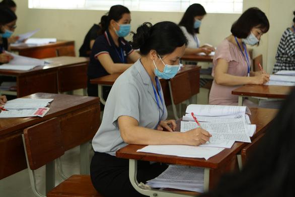 Điểm thi tốt nghiệp THPT và điểm học bạ chênh nhiều hơn ở môn tiếng Anh và lịch sử - Ảnh 1.