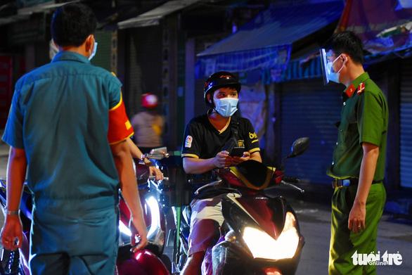 Đồng Nai: Người dân không ra đường sau 18h, tạm dừng toàn bộ dịch vụ ăn uống mang về - Ảnh 1.