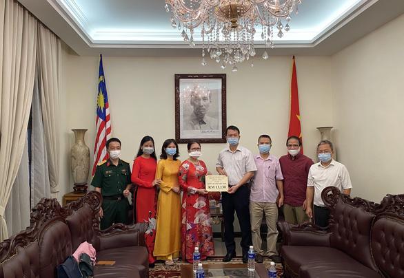 Người Việt tại Malaysia góp tiền cho Quỹ vắc xin COVID-19 trong nước - Ảnh 1.