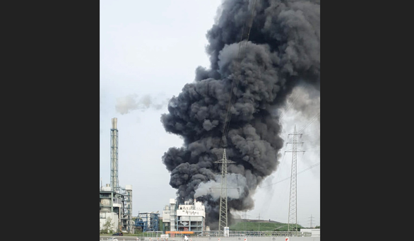 Nổ lớn tại khu công nghiệp hóa chất, Đức phát cảnh báo cực kỳ nguy hiểm - Ảnh 1.