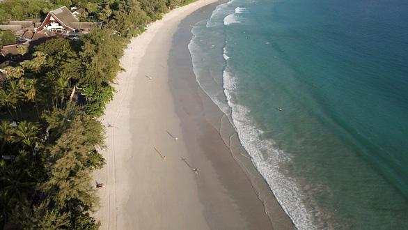 Phuket nguy cơ đóng cửa trở lại do ca nhiễm tăng - Ảnh 1.
