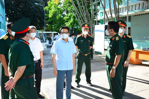 Phó thủ tướng Vũ Đức Đam: Phải giảm bệnh nhân COVID-19 tử vong, bệnh nhân chuyển nặng - Ảnh 1.