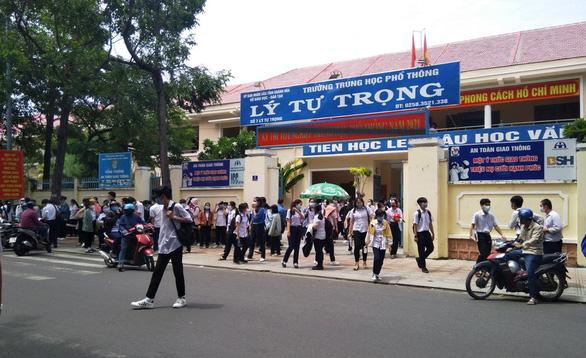 Khánh Hòa xét đặc cách tốt nghiệp THPT cho thí sinh các nơi giãn cách theo chỉ thị 16 - Ảnh 1.