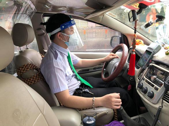 HỎI - ĐÁP về dịch COVID-19: Người dân TP.HCM muốn đi cấp cứu bằng taxi gọi vào đâu? - Ảnh 1.