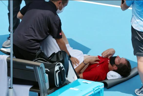 Bị hối thúc thi đấu dưới nắng nóng, Daniil Medvedev: Tôi chết ai chịu trách nhiệm? - Ảnh 2.