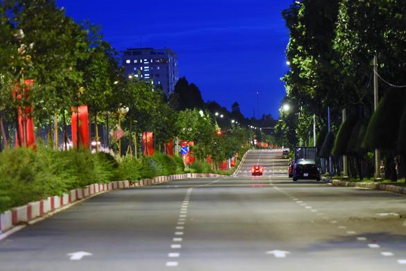 Không ra đường sau 18h, đường phố Biên Hòa vắng lặng - Ảnh 2.