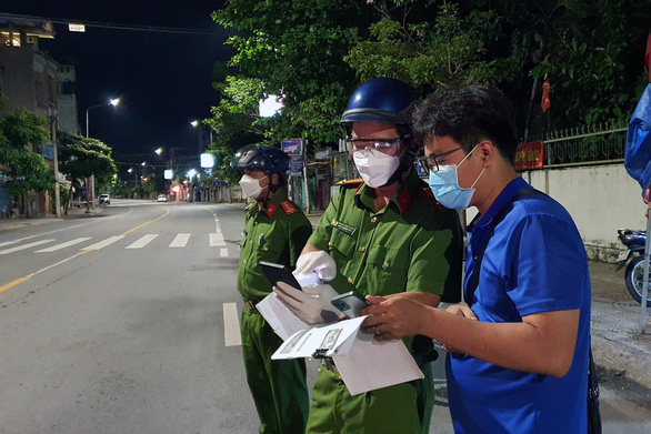 Không ra đường sau 18h, đường phố Biên Hòa vắng lặng - Ảnh 3.