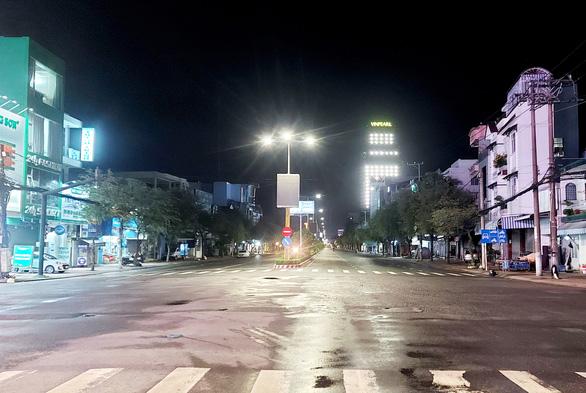 Đêm đầu cấm ra khỏi nhà sau 18h ở miền Tây, hầu như không ai ra đường - Ảnh 5.