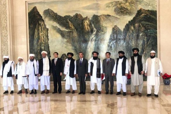 Trung Quốc nói Taliban có thể đóng vai trò quan trọng với hòa bình của Afghanistan - Ảnh 1.