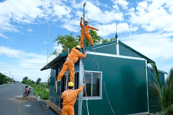 EVNSPC khuyến cáo sử dụng điện an toàn mùa mưa bão - Ảnh 2.