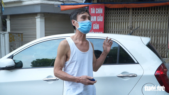 Hà Nội xử phạt nhiều người bán hàng rong, tập thể dục - Ảnh 3.