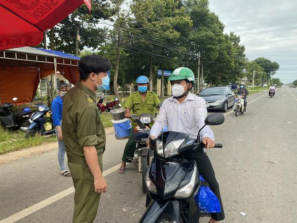 Đồng Nai, Tây Ninh: Người dân không ra đường sau 18h - Ảnh 3.