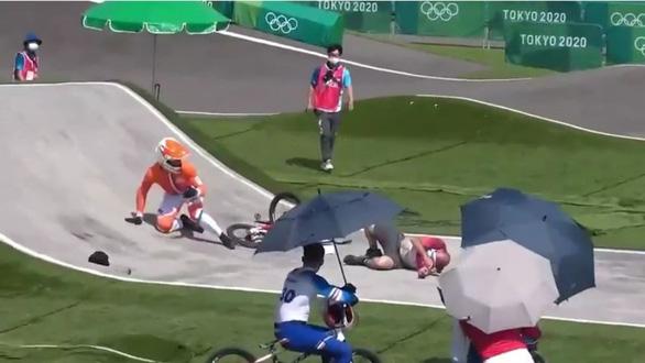 Trọng tài gây tai nạn cho tay đua ứng viên huy chương vàng Olympic - Ảnh 3.