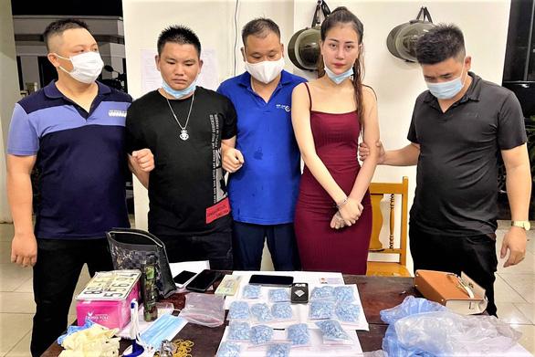 Hot girl 22 tuổi trốn truy nã từ Hưng Yên lên Bắc Giang bán ma túy - Ảnh 1.