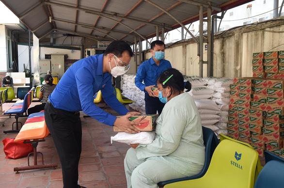 470 gói thực phẩm đến với bệnh nhân, người nhà bệnh nhân - Ảnh 1.