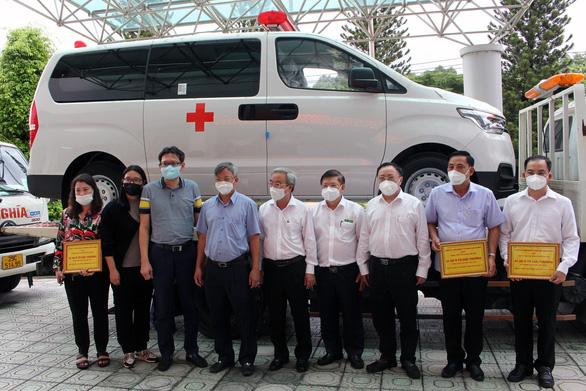 Doanh nghiệp mua 3 xe cứu thương hơn 2,3 tỉ đồng 'tiếp sức' Đồng Nai chống dịch - Ảnh 1.