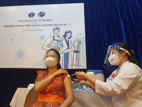 Bộ trưởng Bộ Y tế Nguyễn Thanh Long: Vắc xin về đến đâu tiêm hết đến đó - Ảnh 1.
