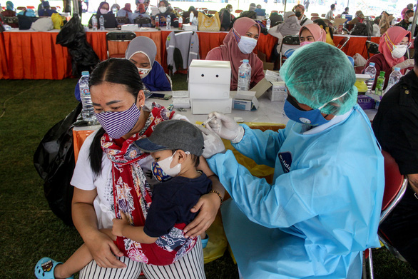 COVID-19: Thái Lan lo hết giường bệnh, Indonesia vướng nghi vấn thống kê thiếu - Ảnh 2.