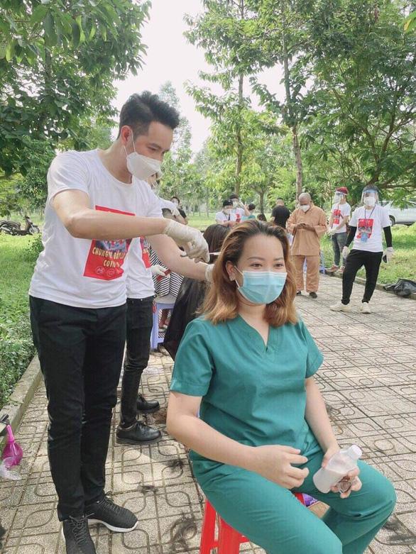Nguyễn Phi Hùng gieo năng lượng tích cực, niềm tin chống dịch qua âm nhạc - Ảnh 2.